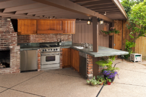 Outdoor Kitchen: DIY and Budget-Friendly Options | The Money Pit