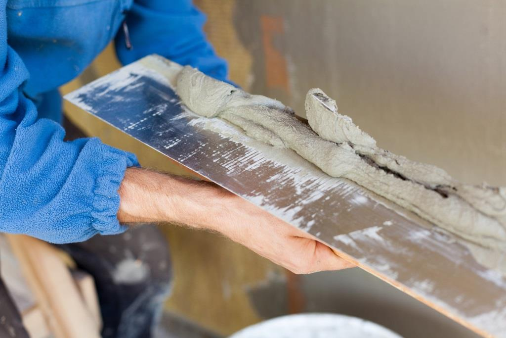 How to Repair a Cracked Plaster Wall