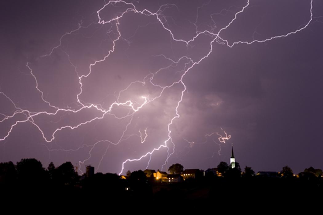 Hurricane Damage? Avoid Storm Chasers