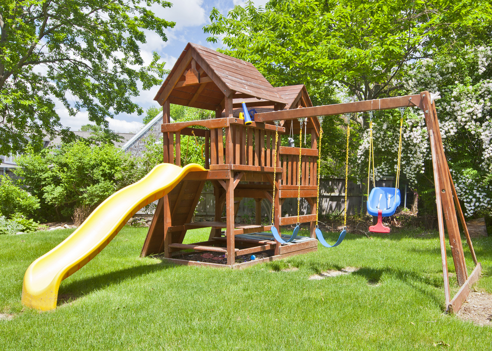 Exceptionnel How To Build A Safe Backyard Play Area For The Kids