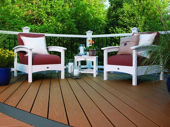 Spend Less Time Maintaining and More Time Enjoying with Trex Enhance Decking