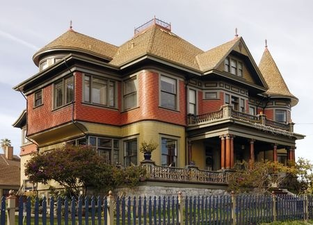 Choosing Exterior Paint Colors to Suit Your Home's Architectural Style