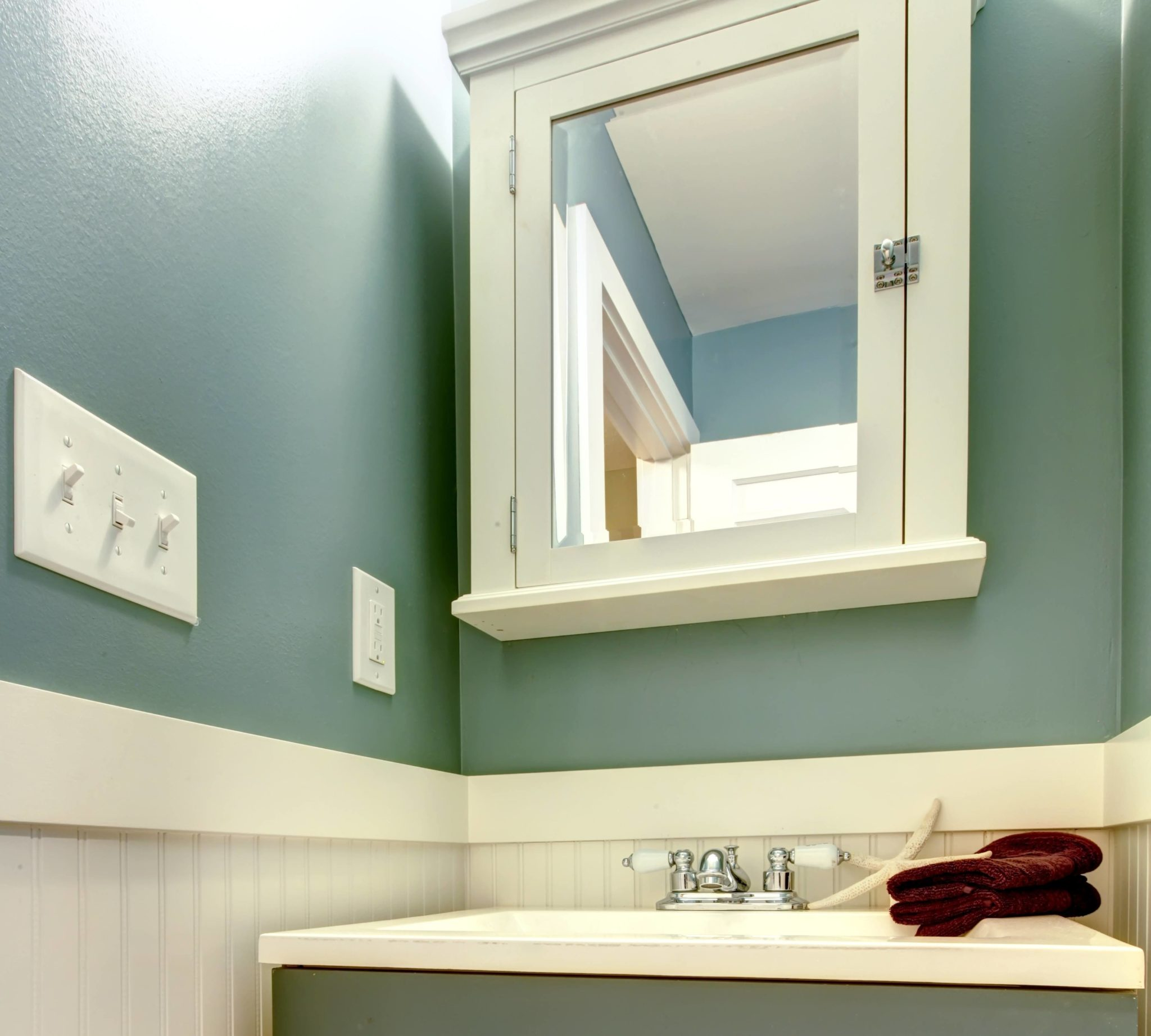 11 easy bathroom remodeling ideas the money pit for Stand alone medicine cabinet