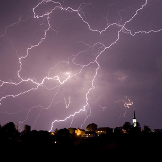 MPj04365680000[1]_lightning_safety_storm_night