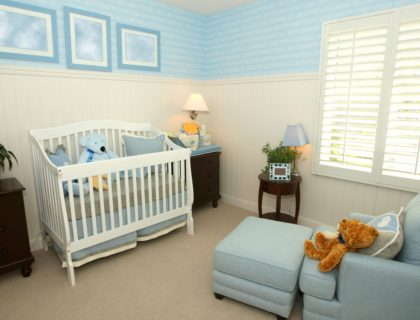 baby_nursery_crib_furniture_decor_shutterstock_13314460
