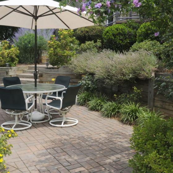 backyard_yard_outdoor_living_landscaping_brick_pavers_paver_patio_furniture_shutterstock_72947566