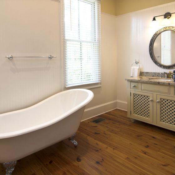 clawfoot_tub_bathtub_antique_original_porcelain_enamel_refinish_refinishing_resurface_resurfacing_shutterstock_8570188