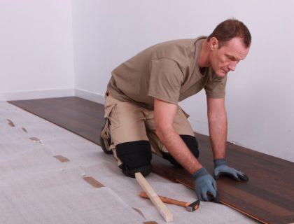 contractor_laminate_floor_flooring_install_installation_shutterstock_89158408