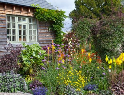 garden_gardening_flowers_plants_landscape_landscaping_shutterstock_84318973