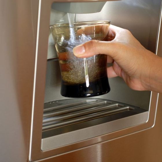 refrigerator_fridge_ice_water_dispenser_dispense_filter_filtered_shutterstock_22143787