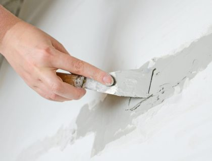 spackle_wall_crack_repair_drywall_shutterstock_170324012
