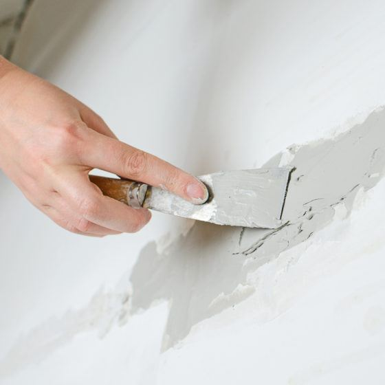 spackle_wall_crack_repair_drywall_shutterstock_170324012