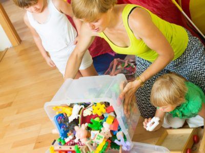 kids play with toys