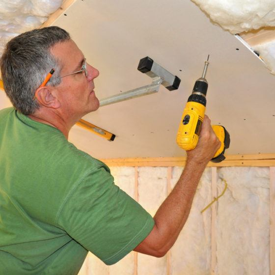 DIY_contractor_drywall_shutterstock_38608285