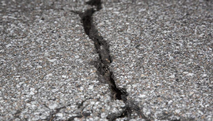 asphalt_driveway_damage_crack_repair_shutterstock_117583471