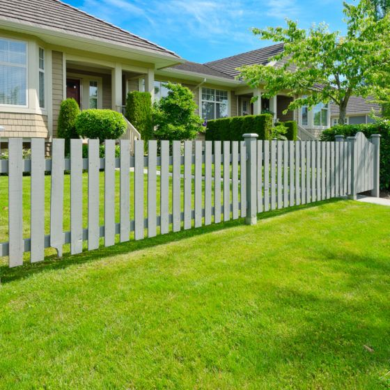 fence_gate_yard_privacy_security_curb_appeal_picket_shutterstock_149933918