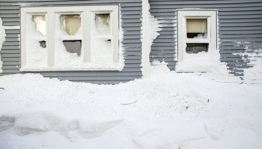 heavy_snow_storm_shutterstock_127731848