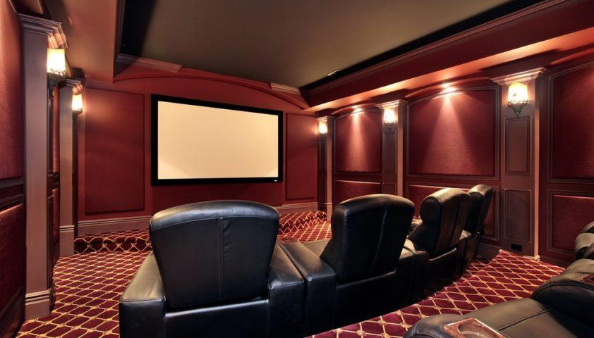 home_theater_theatre_projector_projection_screen_leather_seats_seating_cup_holders_risers_shutterstock_31218427
