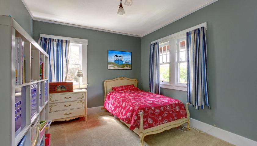 kid_child_teen_tween_bedroom_decor_girl_shutterstock_128660825