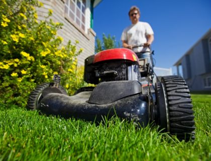 lawn_mower_mow_mowing_push_mower_lawn_yard_grass_shutterstock_34101337