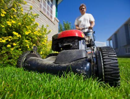 lawn_mower_mow_mowing_push_mower_lawn_yard_grass_shutterstock_34101337