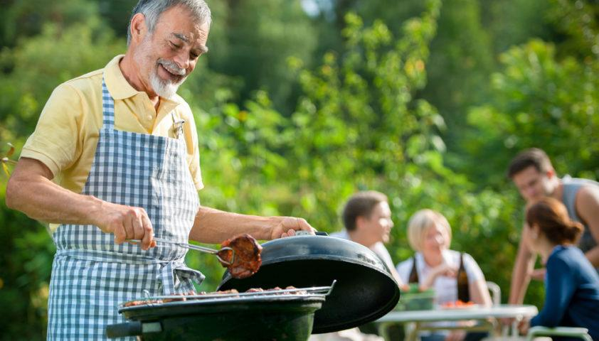 outdoor_entertaining_dining_grill_bbq_barbecue_barbeque_cook_cooking_shutterstock_109017821