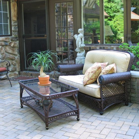 outdoors_outdoor_living_outdoor_room_patio_furniture_outdoor_entertaining_shutterstock_8871010