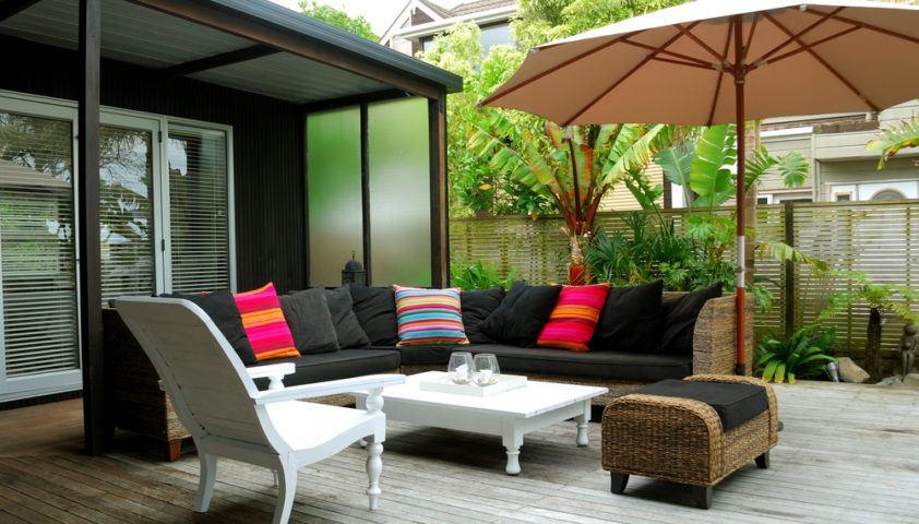 outdoors_outdoor_living_outdoor_room_patio_furniture_shutterstock_25389427