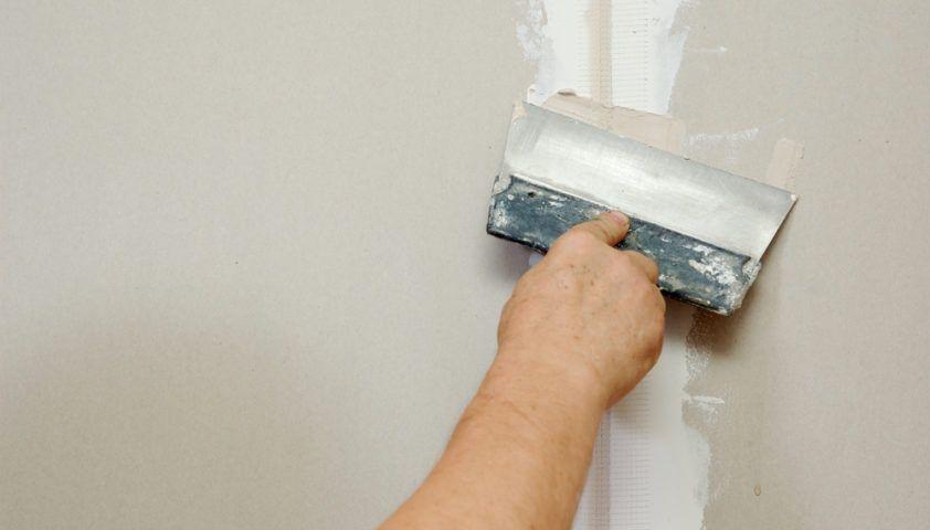 spackle_drywall_repair_sheetrock_putty_knife_shutterstock_57801595