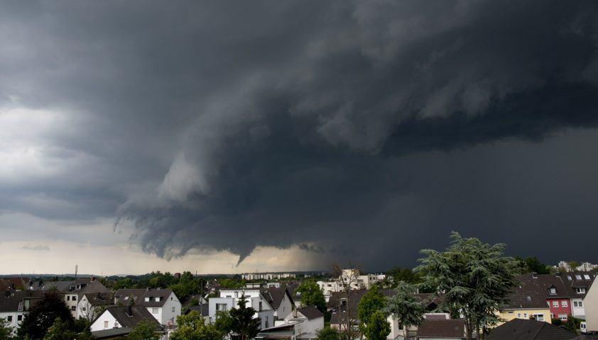 tornado-thunderstorm-358992_1920