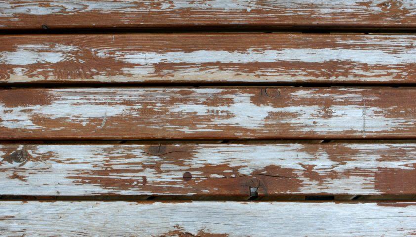 weathered_peeling_cracks_cracked_deck_stain_finish_refinish_refinishing_sand_sanding_old_shutterstock_1673486