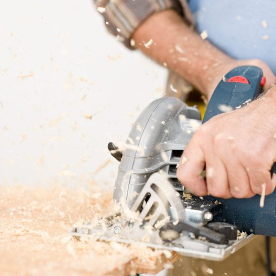 wood_saw_sawing_jigsaw_shutterstock_68661514