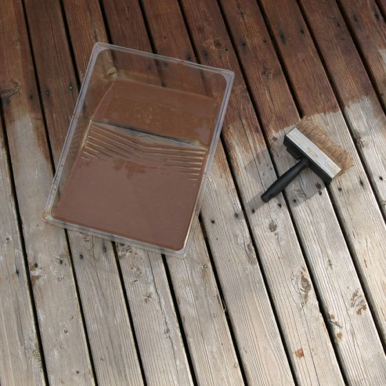 wood_wooden_deck_paint_painting_stain_staining_shutterstock_5168194