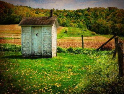 outhouse-510225_1920