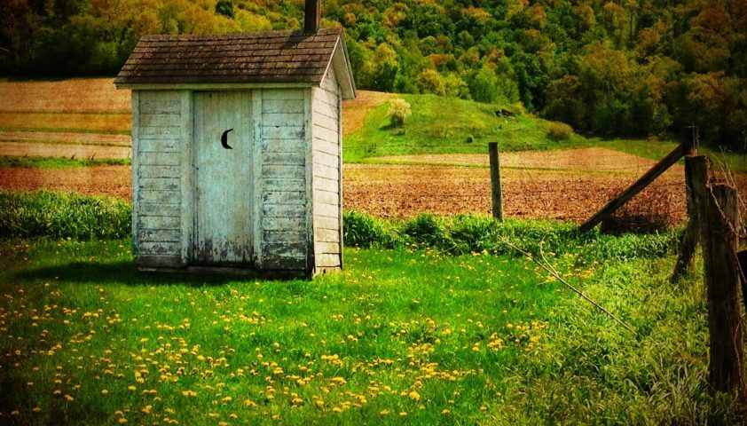 outhouse-510225_1920