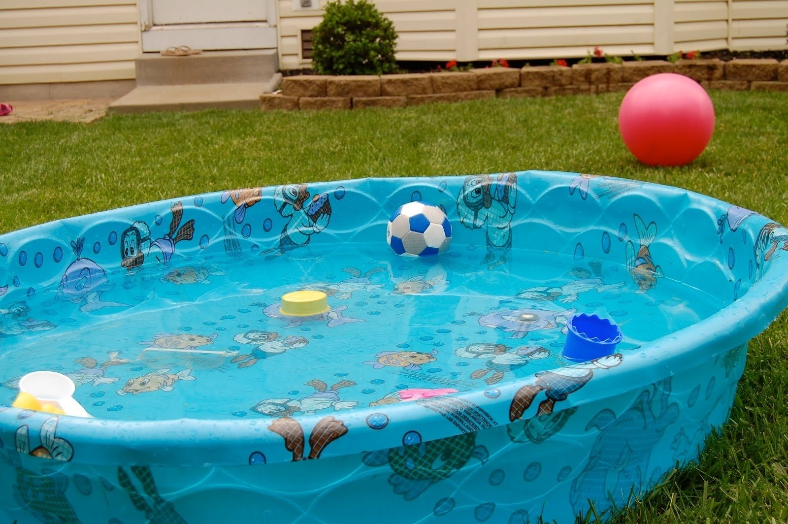 plastic kiddie pool