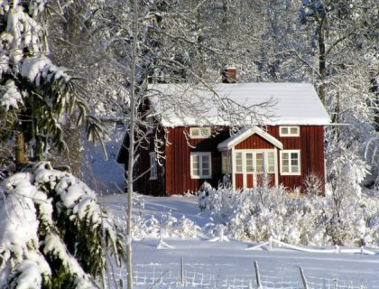 snow-covered-house-2151102_1920