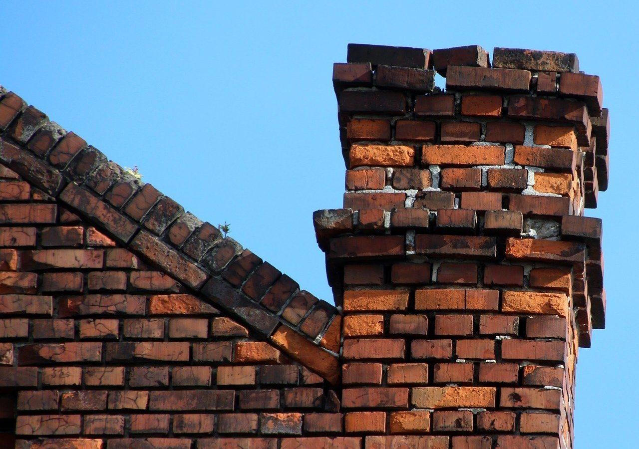 Chimney that needs repair