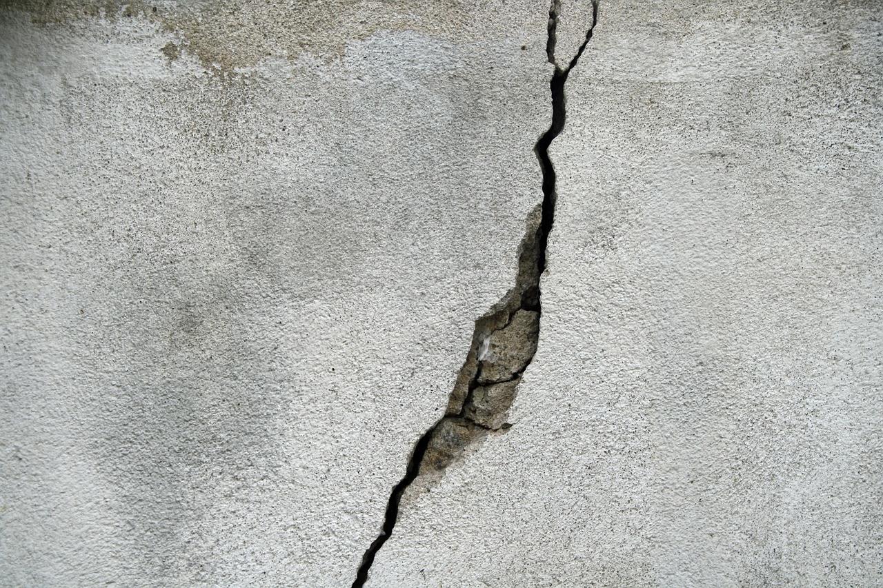 crack in concrete patio