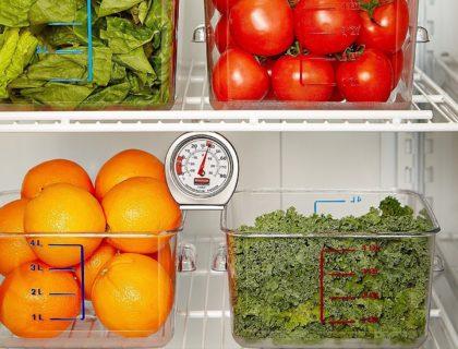 clean a refrigerator