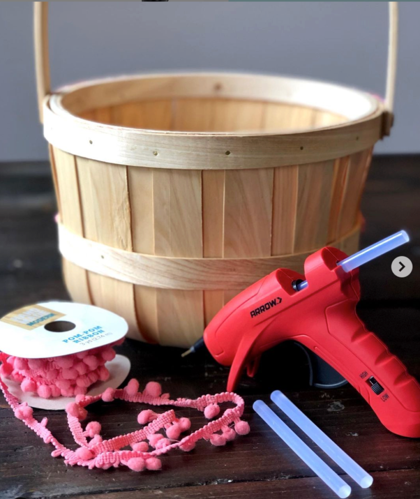 Arrow GT300 Glue Gun with basket and beads