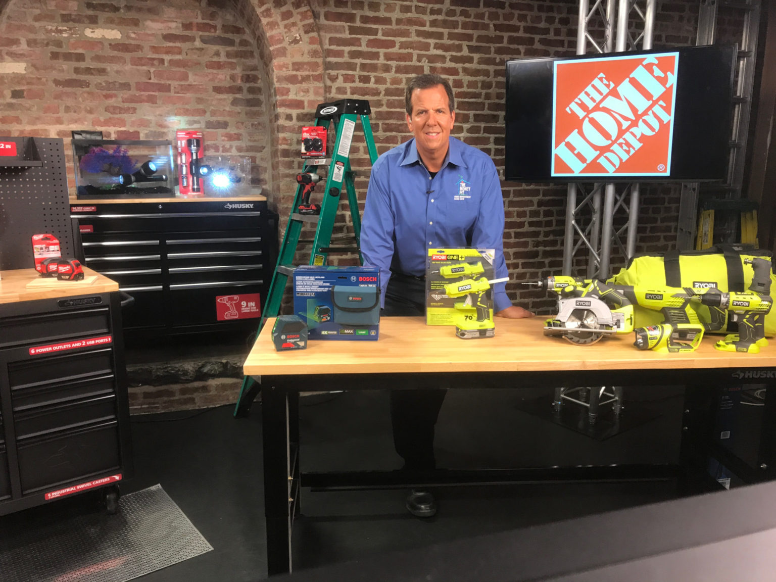 Host Tom Kraeutler on the set with new tools