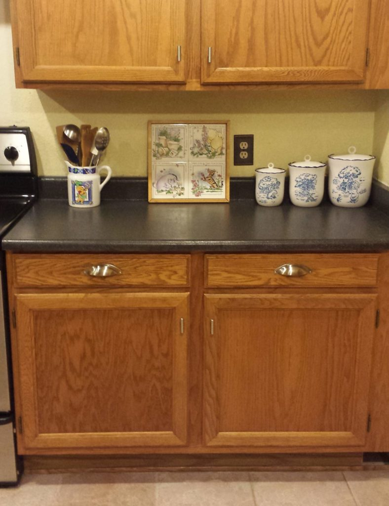 Experienced DIYer Lisa Warner completed this countertop using the SpreadStone Finishing Kit